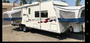 2004 travel trailer 1slide and 3 pop out beds 24ft with generator for Sale in DEVORE HGHTS, CA