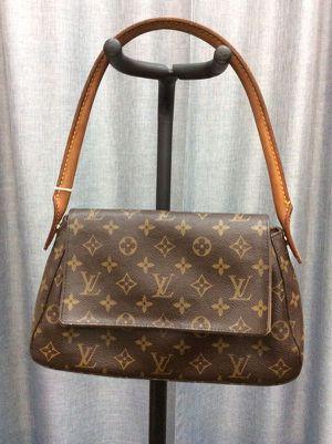 Louis Vuitton M51147 Mini Looping Shoulder Bag for Sale in Boca Raton, FL