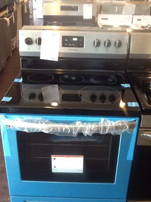 New open box Frigidaire electric range FCRE3052AS for Sale in Downey, CA