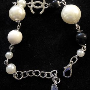 White Pearls And Black Pearls Bracelet for Sale in Fremont, CA