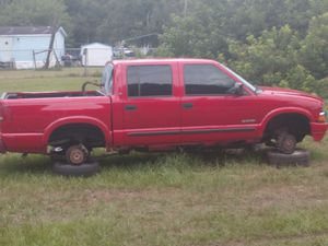 03 S10 crew cab parts truck for Sale in Riverview, FL