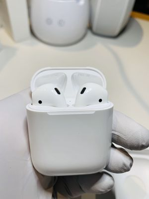 Apple AirPods 2nd Generation Gen 2 (latest model) In Ear Pods Headphones Works Perfect Open Box Authentic Genuine W/ Apple Warranty PRICE FIRM for Sale in Marysville, WA
