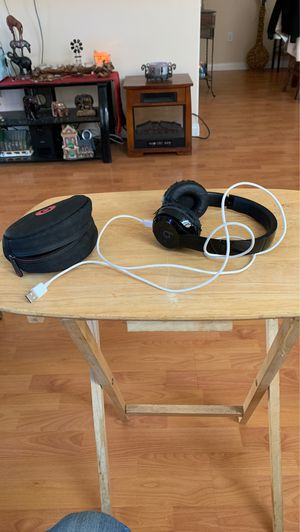 Beats Solo wireless head phones for Sale in Victorville, CA
