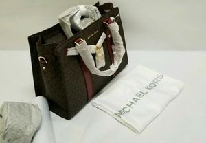 Brand new authentic Michael Kors Hamilton logo and leather satchel for Sale in Lynnwood, WA