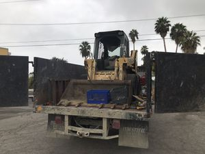 Bobcat y escavadora. for Sale in Hazard, CA