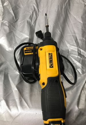 De Walt variable speed 8 volt cordless screwdriver/ driver with battery nice tips to easily change for Sale in Oregon City, OR