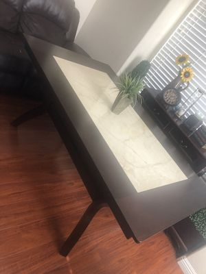 Dining table for Sale in Apple Valley, CA