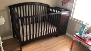 Baby crib with dresser and changing table mattress included. for Sale in Fort Lauderdale, FL
