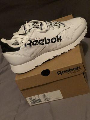 Women's REEBOK sneakers- size 7.5 for Sale in Los Angeles, CA