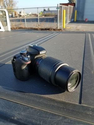 Nikon d3300 with 55-200 lense for Sale in Jurupa Valley, CA