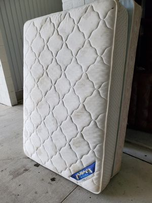 Full size mattress and box spring for Sale in Bay Lake, FL