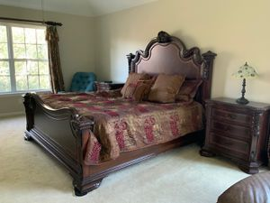 All wood king bedroom set for Sale in Monroe Township, NJ