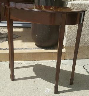 Beautiful BOMBAY COMPANY Buffet Entry Display Console Table for Sale in Monterey Park, CA