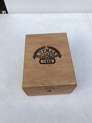 Collectible cigar box H. Upmann with glass holders for Sale in Manassas, VA