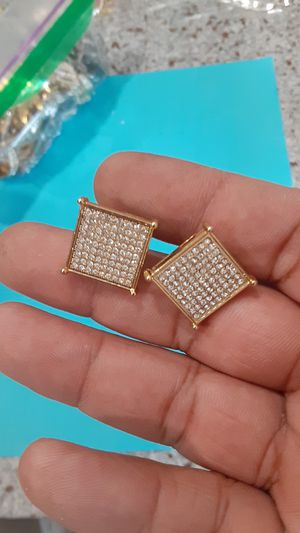 Screw back diamond earrings for Sale in Anaheim, CA