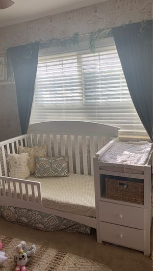 Crib/bed and changing table in one for Sale in Orange, CA