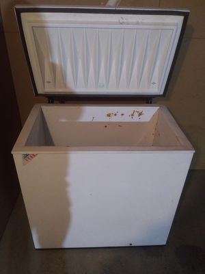""")White Westinghouse chest freezer 35""""2/2 w by 34""""3""""3/4 h by 21""""3/4 D(can deliver for free for Sale in Tacoma, WA"""