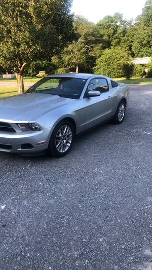 2012 mustang v6 6 speed salvage title only 63k miles on it for Sale in Murfreesboro, TN
