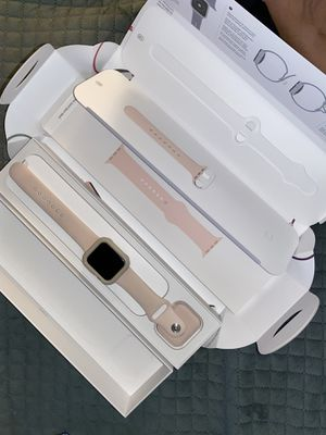 Like New, Apple Watch Series 5, 40MM, GPS for Sale in Smyrna, TN