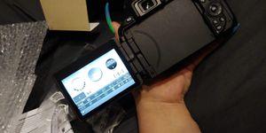 Nikon D5600 Digital slr camera 18-55mm black for Sale in Carrollton, TX
