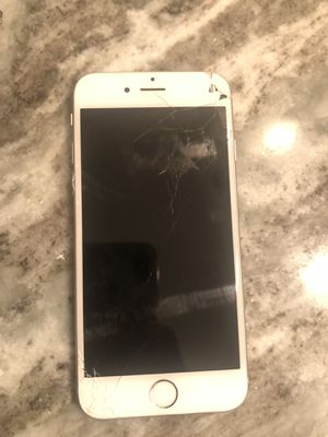iphone 6 w/ cracked screen for Sale in Salem, MA
