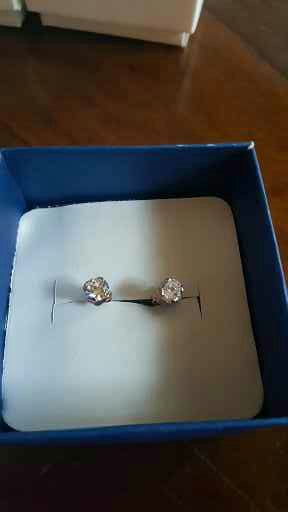 1.00 round cut 14k rose gold stud earing for Sale in Severn, MD