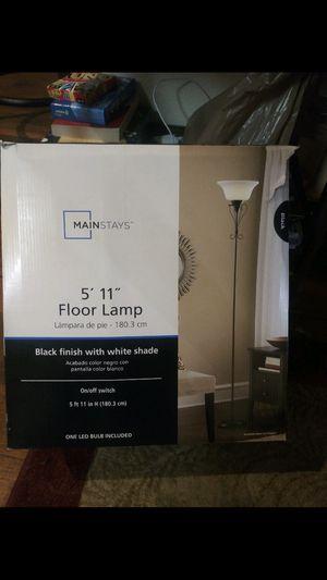 Floor lamp 5'11 for Sale in Spring Valley, CA