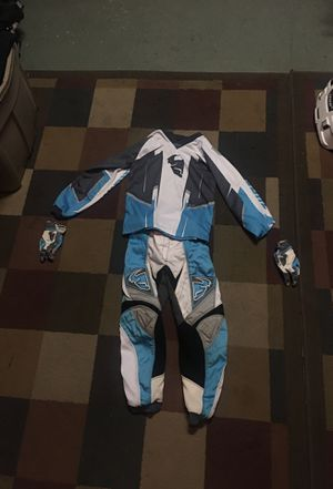 In great condition girls pants and jersey for Sale in Fontana, CA
