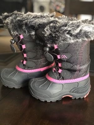 Little girls snow boots for Sale in Lakeside, CA
