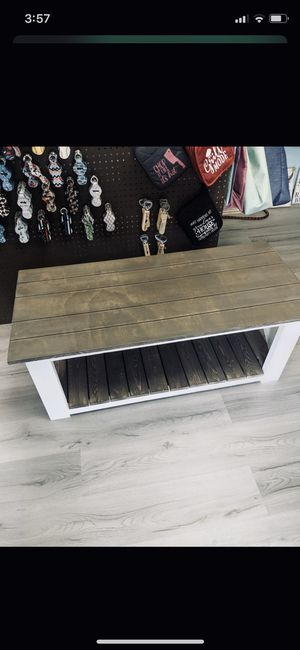 Coffee table for Sale in Greenville, NC