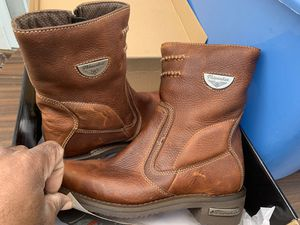 Women boots for Sale in Cleveland, OH