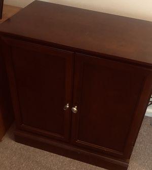 2 shelf wooden cabinet for Sale in Woodbridge Township, NJ