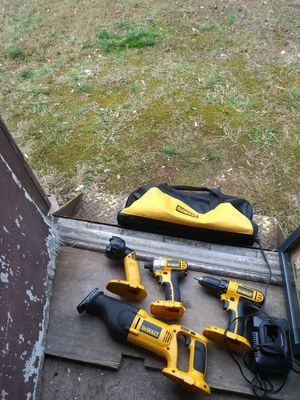 Dewalt 18volt drill impact sawsaw and flashlight and dewalt bag and chg no battery but habe one you can test everything with for Sale in Bermuda Run, NC