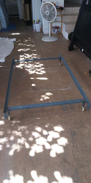 !! Selling a Metal Frame for Twin or Full Size Bed!! It can be adjusted!! For your house or Apartment!! for Sale in Fort Lauderdale, FL