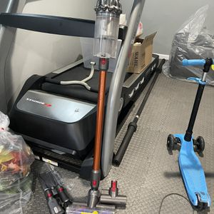Dyson V10 Absolute Vacuum for Sale in Utica, NY