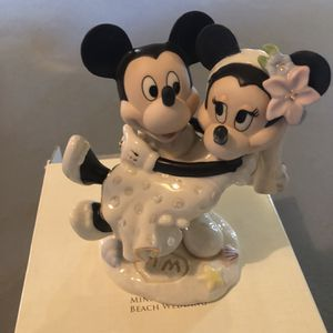 Minnie & Mickey's Dream Beach Wedding Figurine for Sale in Barnegat Township, NJ