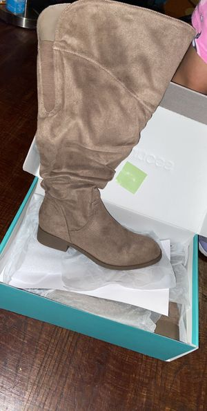 Women wide calf boots for Sale in Chicago, IL