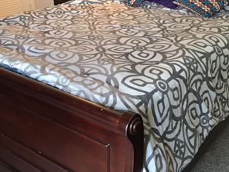 Queen Size Bed for Sale in Whittier,  CA