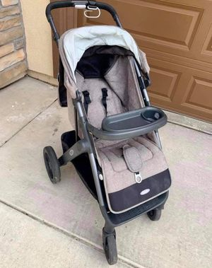 Oxo tot stroller. One hand fold and unfold. for Sale in Brentwood, CA