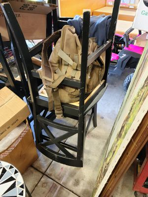 Table and 4 chairs for Sale in Moreno Valley, CA