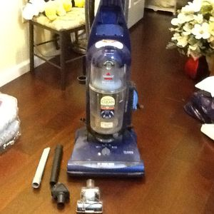 Like New Bag less vacuum w/clean carpet sensor,clean filter indicator, washable filter, turbo brush for Sale in Germantown, MD