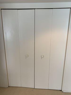 No-fold doors with closet organizer for Sale in Farmington Hills, MI