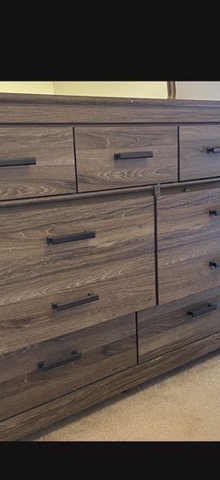 7 Drawer Dresser + 2 Night Stands for Sale in Clovis,  CA