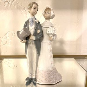 Lladro Bride And Groom Figurine for Sale in Long Beach, CA