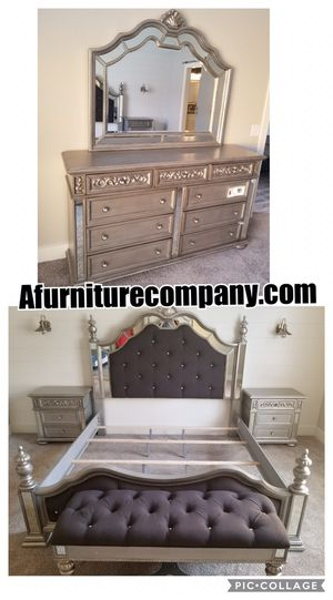 BEAUTIFUL QUEEN OR KING BEDROOM SET for Sale in Atlanta, GA