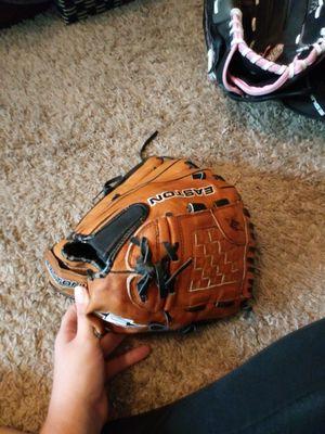Easton baseball/softball glove for Sale in Saint Petersburg, FL
