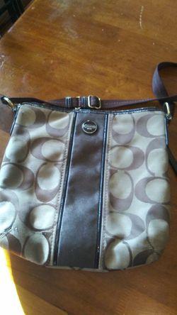 Coach messenger bag. Crossbody for Sale in MIDDLEBRG HTS,  OH