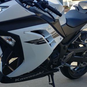 2017 kawasaki ninja 300 for Sale in Fresno, CA