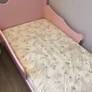 baby girl bed and mattress for Sale in Prospect Heights, IL