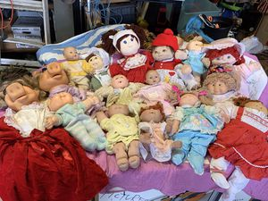 Doll bonanza ! Box of 13 dolls and 2 miss piggy puppets,all dressed up . for Sale in Columbia, MO